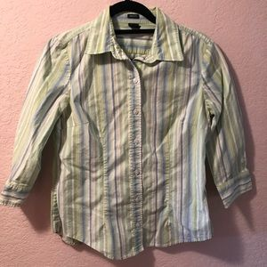Great condition Gap stretch shirt.
